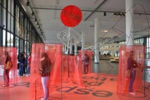 Mujeres Creando - útero ilegal, 2014. (série 13 horas de rebelión) Instalação de escultura e vídeo.