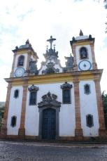 Aleijadinho (1738-1814) Fachada da Igreja Nossa Senhora do Monte Carmo de Sabará, 1763 (pedra fundamental). Fotografia Percival Tirapelli. (Acervo Digital Barroco Memória Viva/ UNESP)