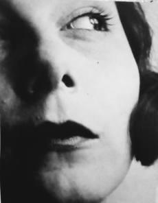 Lázló Moholy-Nagy. Retrato de Ellen Frank, c. 1929. Acervo Bauhaus-Archiv Berlin.